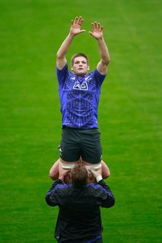 Richie Mccaw Photos - Richie McCaw of the All Blacks leaps in the lineout during a New Zealand All Blacks training session at Pennyhill Park on…