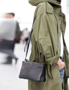 Olive green: The popular color for long jackets. Hier Parka's entdecken u… Olive green: The popular color for long jackets. Discover and shop Parka& here: www. Parka Outfit, Look Fashion, Street Fashion, Womens Fashion, Runway Fashion, Fashion Trends, Look Parka Kaki, Khaki Parka, Frieze London