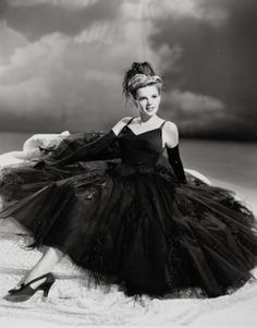 Judy Garland my idol I look up to her tremendously if I ever go to Hollywood California I would love to visit her gravesite and lay flowers on her grave :) <3