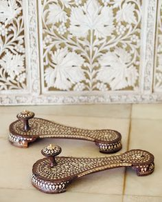 Wooden Pearl Inlaid Sandals from Doris Duke's bedroom at Shangri La century, Syria, Ottoman period, Doris Duke Foundation for Islamic Art Doris Duke, Mode Shoes, Vintage Shoes, Dory, Fashion History, Indian Jewelry, Me Too Shoes, Shoe Boots, Vintage Fashion