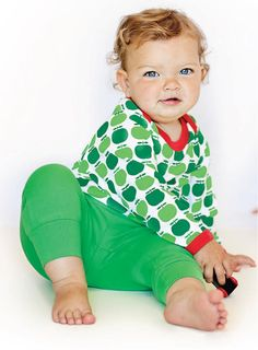 Baby pants in Green wih elastic rib on waist and leg ending.  • Color: Green • Composition: 100% Organic Cotton • GOTS and Fairtrade certified.