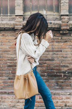 neutral sweater, jeans + bucket bag #ootd