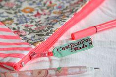 pochette rose fluo/ trousse à maquillage / par Cestbonpourcquetas, $18.00