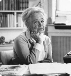 """""""Nicht müde werden, sondern dem Wunder, leise, wie einem Vogel, die Hand hinhalten."""" Hilde Domin (1909-2006), deutsche Lyrikerin"""