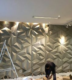 Photo shared by Decortiles on July 2016 tagging and A imagem pode conter: 1 pessoa Wall Panel Design, Tv Wall Design, 3d Wall Panels, Ceiling Design, Wall Texture Design, Feature Wall Design, Interior Cladding, Interior Walls, Interior Design Living Room