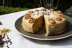Морковный торт с кремом кешью, подходит для веганов, сыроедов и всех сторонников здорового и рациона