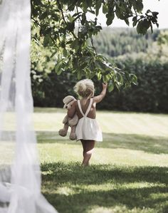 En que momento llegue a querer a nuestra hija asi en el patio con un cochinito alado ♂️