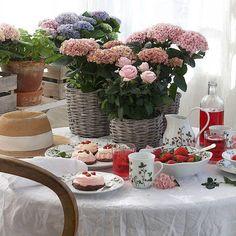 Jordbæreng: Dessertskål 17cm - Hyttefeber.no Table Decorations, Furniture, Home Decor, Products, Decoration Home, Room Decor, Home Furnishings, Home Interior Design, Gadget