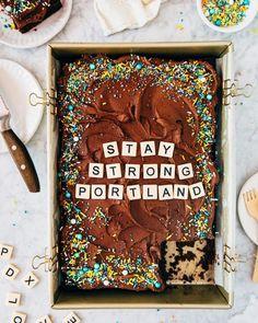 Hot Fudge Brownie Sundae Pie » Hummingbird High Best Blueberry Muffins, Blue Berry Muffins, Recipe For Hot Fudge, Cassava Cake, Momofuku Milk Bar, Brownie Sundae, Levain Bakery, Chocolate Babka, Sheet Cake Recipes