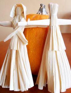 . Corn Husk Dolls, Colonial America, Craft Ideas, Diy Crafts, Traditional, Crafty, Tv, Board, Cute