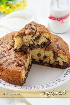 Torta alla Nutella marmorizzata morbida e sofficissima. Ricetta facile e veloce, dal cuore cremoso che piace a grandi e piccini. Perfetta per la merenda.