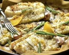 Roasted cod with lemon, garlic and rosemary: www.fourchette-et . Cabillaud rôti au citron, ail et romarin : www.fourchette-et… Roasted cod with lemon, garlic and rosemary: www.fourchette-and … Fish Recipes, Paleo Recipes, Cooking Recipes, Vegetable Recipes, Roti, Roasted Cod, Fat Loss Diet, Stop Eating, Food Inspiration