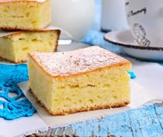 Want a cake recipe you can literally throw together in one minute flat? Try this very easy pineapple cake! It is delicious hot served with custard for a pudding too! Easiest Pineapple Cake Recipe, Pineapple Pound Cake, Pineapple Dessert Recipes, Pound Cake Recipes, Easy Cake Recipes, Three Ingredient Recipes, Cake Ingredients, Cake Toppings, Food Cakes