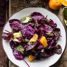 red heirloom spinach salad with soy-ginger vinaigrette | theclevercarrot.com