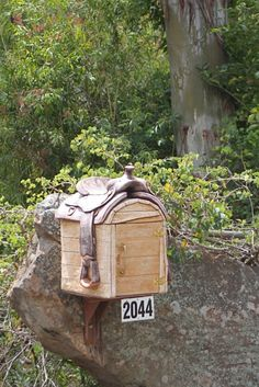 Now that's a mail box!!