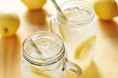 A dieta do limão consiste em tomar o suco de meio limão diluído num copo de água morna antes de tomar o café da manhã, todos os dias.