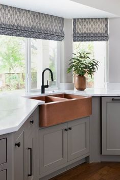 This copper sink brings a perfect touch of warmth to this cool grey kitchen. Kitchen Layout, New Kitchen, Kitchen Decor, Texas Kitchen, Kitchen Colors, Country Kitchen, Home Design, Interior Design Studio, Design Design