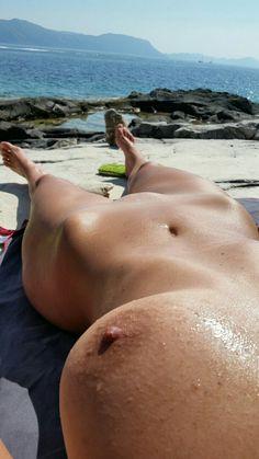 Naked hot women play