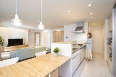 キッチン Home Kitchens, Living Room And Kitchen Design, House Design, Muji Home, Kitchen Interior, House Interior, Japanese Modern House, Minimalist Kitchen, My Home Design