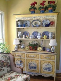 .Beautiful delft blue and yellow painted hutch