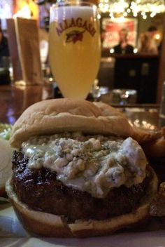 Best Burgers in Boston : Everybody loves a good burger, but these are the best in Boston.  @buggl #blogger #burger #bostonbeef #beer #travelguide