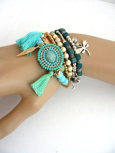fr_bracelet_manchette_turquoise_vert_perles_pompons_et_breloques_