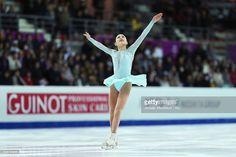 News Photo : Satoko Miyahara of Japan competes during Senior...