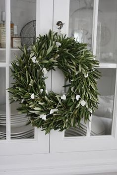 olive leaf wreath at the entrance of the church xxx Noel Christmas, All Things Christmas, Winter Christmas, Minimal Christmas, Rustic Christmas, Christmas 2019, Xmas Wreaths, Christmas Decorations, Holiday Decor
