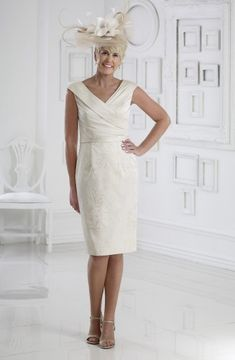 Dress Code offers a stunning Mother of the Bride collection that will make you look and feel like the guest of honour. Dressini is stocking Dress Code now. Mother Of The Bride Dresses Long, Mother Of Bride Outfits, Mothers Dresses, Dress Codes, White Dress, How To Wear, Wedding, Collection, English