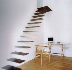 A incrível e perigosa escada flutuante.                                                                                                                                                                                 Mais