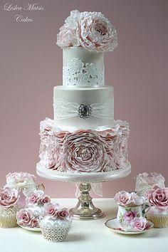 Rosa Pfingstrose Rüschen Kuchen mit passenden Cupcakes :-)