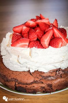 IMG 1031 Csokoládés Felhő Torta, vagyis a híres Cloud Cake :) Top Recipes, Paleo Recipes, Cloud Cake, Fun Desserts, Tart, Cheesecake, Easy Meals, Cookies, Chocolate