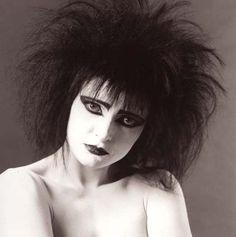 Siouxsie <3 make up dark/ suzanne/