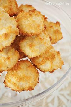 Smakocie i Łakołyki: Kokosanki coconut macaroons Sweet Recipes, Cake Recipes, Snack Recipes, Dessert Recipes, Snacks, Polish Desserts, Polish Recipes, Polish Food, Coconut Macaroons