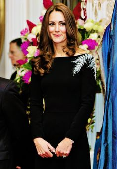 Kate attends an art unveiling of a portrait of Queen Elizabeth II by New Zealand artist Nick Cuthell during Day 4 of a Royal Tour to New Zealand at Government House on April 10, 2014 in Wellington, New Zealand.