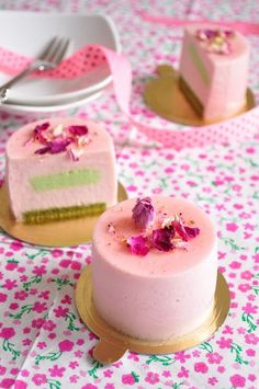 Strawberry and Pistachio Mousse Cakes from Meringue Desserts. How pretty are these?