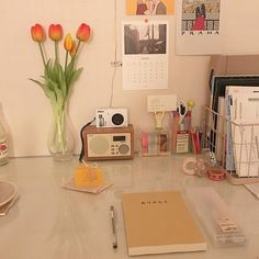Study Room Decor, Room Ideas Bedroom, Bedroom Decor, Study Rooms, Deco Studio, Desk Inspiration, Desk Inspo, Pastel Room, Desk Layout