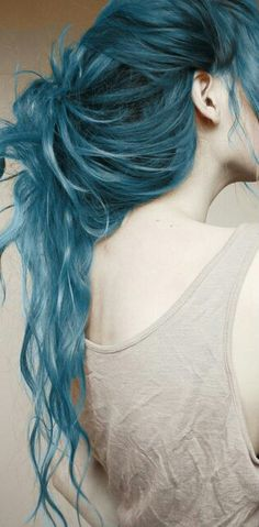 tumblr_mo3a3hGGnW1s936huo1_500.jpg (315×640)  pretty navy kinda blue hair tied loosely in ponytail bun