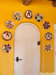 A Kitchen With Santa Fe Style Yellow Kitchen with Santa Fe Style - Southwest Kitchen Decor - House Beautiful Southwest Style, Southwest Kitchen, Southwestern Home, Southwest Decor Santa Fe, Santa Fe Decor, Barndominium, Mexican Home Decor, Mexican Kitchen Decor, Mexican Hacienda Decor