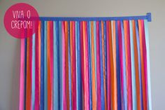 How to Make a Photo Backdrop Out of Streamers DIY Streamer Photobooth Backdrop Streamer Backdrop, Diy Photo Backdrop, Party Streamers, Diy Photo Booth, Diy Streamer Decorations, Backdrop Design, Photo Booths, White Backdrop, Crepe Paper Backdrop