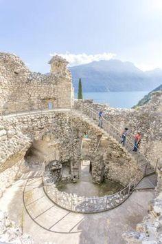 """Hier oben befindet sich auch der Geschützturm """"Il Bastione"""", von dem schon die Venezianer während ihrer Herrschaft über den See das Wasser ausspähten"""