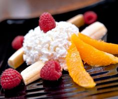 A fun, easy diabetic recipe, perfect for kids:  breakfast banana split. Uses cottage cheese, oranges, and raspberries, so you know it's good for people with type 1 diabetes or type 2 diabetes.  Takes just 5 minutes to prepare, and this diabetic recipe includes all nutritional and diabetic exchange information.