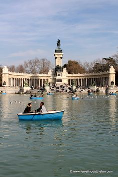 Taking a boat ride in El Retiro Park // Madrid Spain Madrid Nightlife, Madrid City, Travel Through Europe, Southern Europe, European Destination, Vacation Spots, Where To Go, Great Places, Night Life