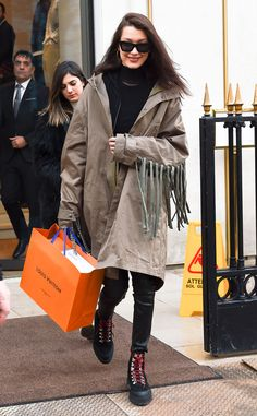 Bella Hadid from The Big Picture Shop girl! The model is seen getting in some retail therapy in Paris. Bella Hadid Outfits, Bella Hadid Style, Street Style 2016, Models Off Duty, Old Models, Hottest Photos, Girls Shopping, Everyday Outfits, Winter Fashion