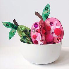 MY LITTLE MAKES - 3D Fruit Collage | www.mylittlemakes... | DIY, kids craft, collage, nature art, toddler craft, paper, process art | #kidscraft #childrensart #natureart #toddlercraft #collage #processart