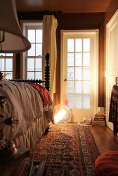 Name: susan mactavish best location: pacific heights, san francisco, califo Fall Bedroom, Bedroom Black, Cozy Bedroom, Modern Bedroom, Bedroom Decor, Bedroom Ideas, Master Bedroom, Pacific Heights, Rustic Apartment