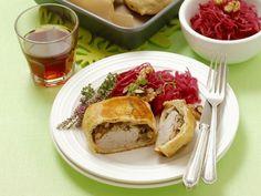 Schweinefilet mit Pilzen in Teighülle ist ein Rezept mit frischen Zutaten aus der Kategorie Schwein. Probieren Sie dieses und weitere Rezepte von EAT SMARTER!
