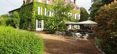 Op een paar kilometer van Mâcon, in de Bourgogne vormthet hotel Le Château de la Barge, in Crêche-sur-Soâne een aparte wereld, met 21 ruime, comfortabele niet-rokenkamers en 4 suites. Gratis wifi. Inventieve, geraffineerde gerechten in het restaurant, waar u in de zomer op het terras kunt eten, met een mooie wijnkaart, met name met streekwijnen. Zwembad, bar, biljart. Seminarruimtes. Parkeergelegenheid.