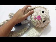 Roupa Menina amigurumi - YouTube Crochet For Kids, Crochet Toys, Amigurumi Doll, Lana, Crochet Cactus, Crochet Dolls, Little Girl Clothing, Crochet Dresses, Amigurumi
