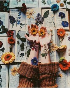 May you always have poetry, flowers for pressing and a good book to read underneath the sun 💫🌼 What book are you reading right now? Art Hoe Aesthetic, Flower Aesthetic, Aesthetic Vintage, Aesthetic Backgrounds, Aesthetic Iphone Wallpaper, Aesthetic Wallpapers, Collage Mural, Photo Wall Collage, Book Photography
